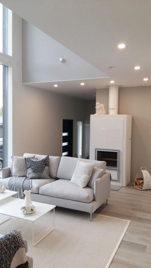 Myynti-ilmoituksessa kerrotaan, että sisustuksessa on pyritty kunnioittamaan talon arkkitehtuuria. Kodin sisustus on hyvin skandinaavinen.