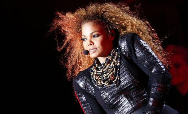 Janet Jackson saa esikoisensa viisikymppisenä.
