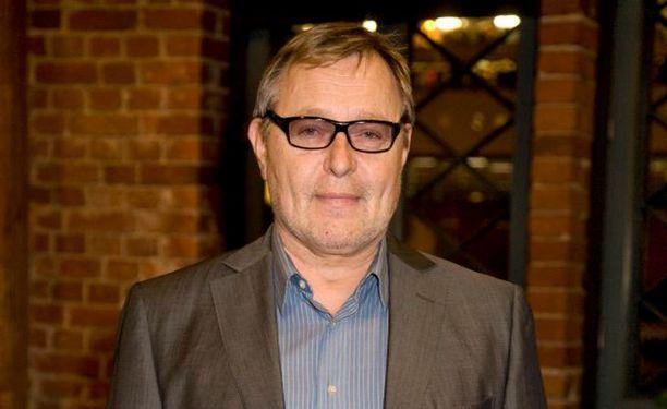Antti Piippo eroaa vaimostaan.