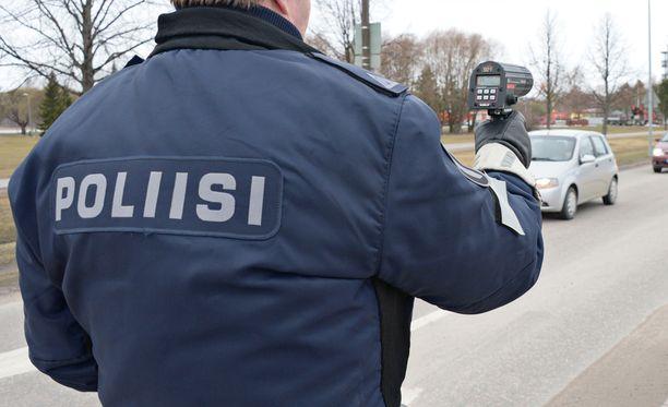 Poliisi tehostaa nopeusvalvontaa vuorokauden ajaksi.