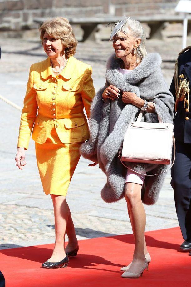Prinsessat Desiree ja Birgitta kuninkaan 70-vuotispäivillä huhtikuussa.