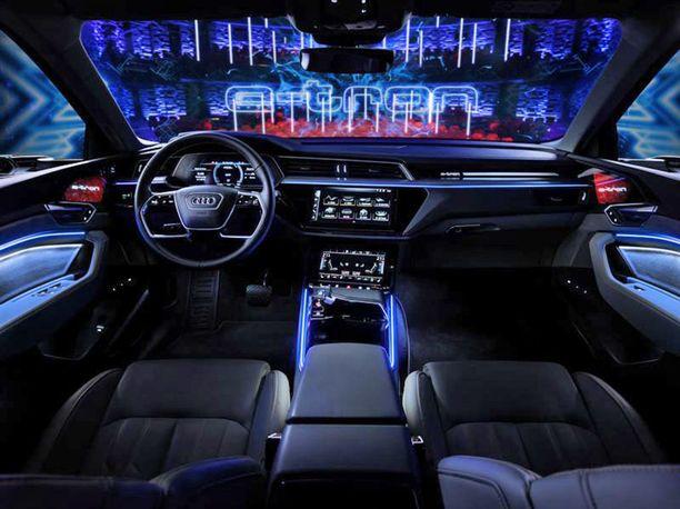 Ohjaamosta tunnistaa Audin nykyisen tyylin.