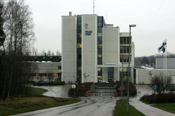 Länsi-Uudenmaan poliisi selvittää tapausta. Kuvassa Espoon poliisitalo.
