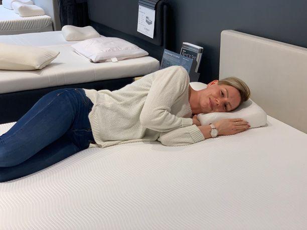 Vaihdettuaan TEMPUR -tyynyyn, -sänkyyn ja -peittoon Linda kertoo nukkuvansa paremmin ja olevansa päivällä virkeämpi paremman nukkumisergonomian ansiosta.
