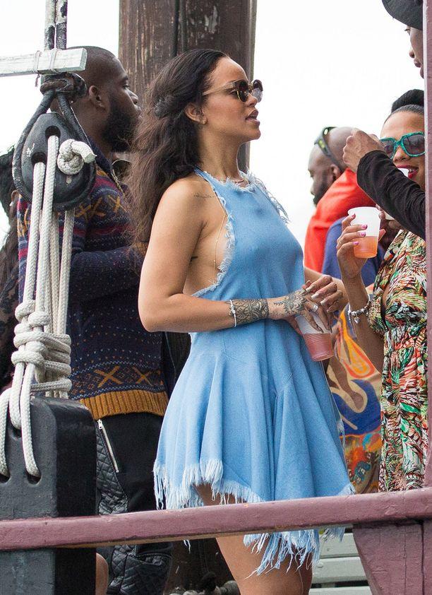 Rihanna nautti Barbadoksen lämmöstä veneen kannella.
