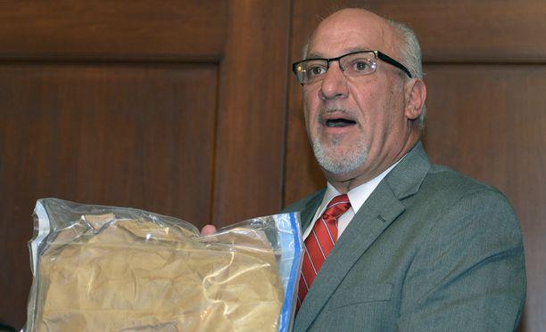 Thomas J. Eoannou hyppäsi sivuun sekavasta tapauksesta.
