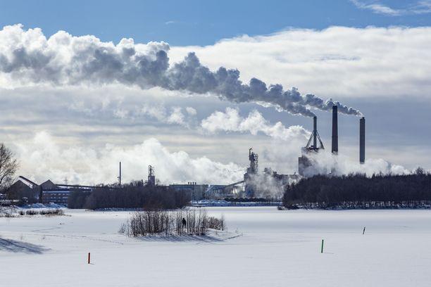 Kuvituskuvassa Stora Enson Oulun tehdas vuonna 2018.