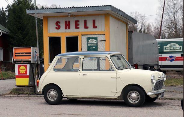 Kekkosen Mini Paippisten entisen Shell-aseman kupeessa.