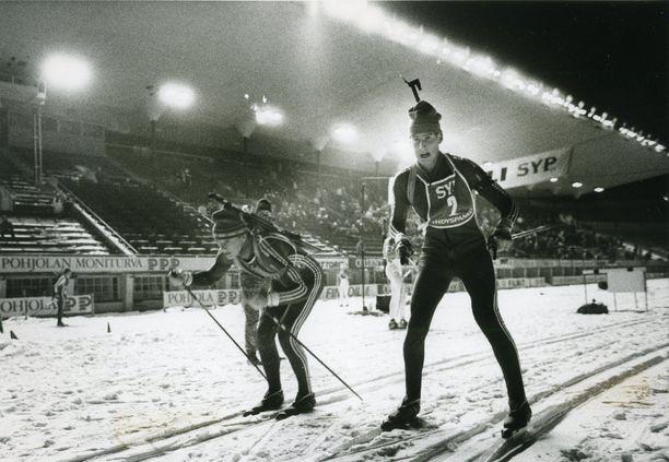 DDR:n André Sehmisch ja Jürgen Wirth hoitivat joukkueensa kaksi ensimmäistä viestiosuutta. DDR voitti Olympiastadionin ampumahiihtokilpailun lähes viidellä minuutilla.