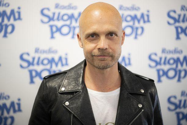 Juha Tapio nauttii kesän ulkoilmakonserteista.