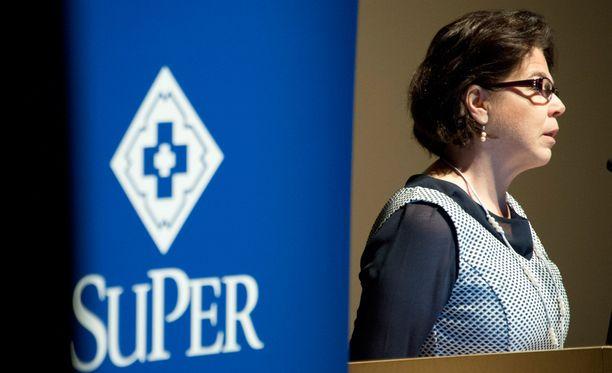 Suomen lähi- ja perushoitajaliitto on huolissaan soten vaikutuksesta naisvaltaisiin hoiva- ja hoitoaloihin. Kuvassa liiton puheenjohtaja Silja Paavola.