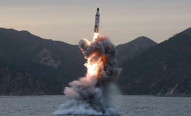 Viime aikoina Pohjois-Korea on tehnyt useita ohjuskokeita, mikä on herättänyt huolia siitä, että maa voi pian kehittää Yhdysvaltoihin yltävän pitkänmatkan ohjuksen.