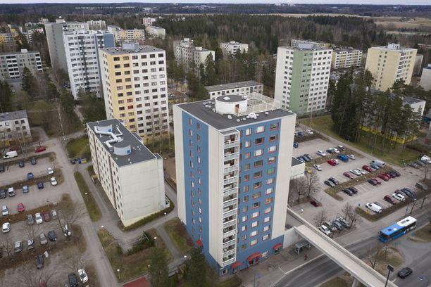 Iltalehti kuvasi Vantaalla Havukosken kerrostalon tiistaina.