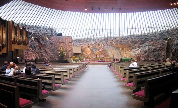 Kirkosta eronneiden määrä on jatkanut kasvuaan. Kuvassa Temppelinaukion kirkko.
