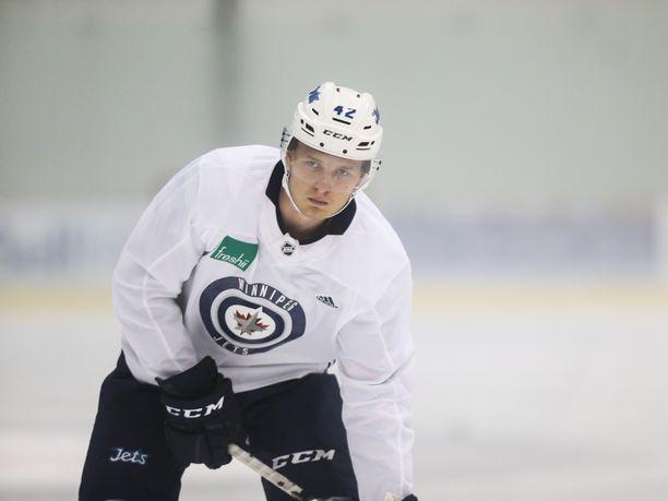 Kristian Vesalainen on saanut tililleen viisi NHL-ottelua Jets-paidassa.