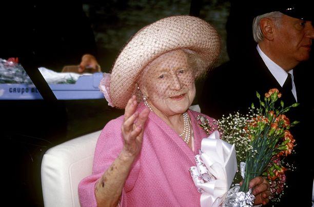 Kuningatar Elisabet, eli kuningataräitiä Farage kuvaili lievästi ylipainoiseksi.