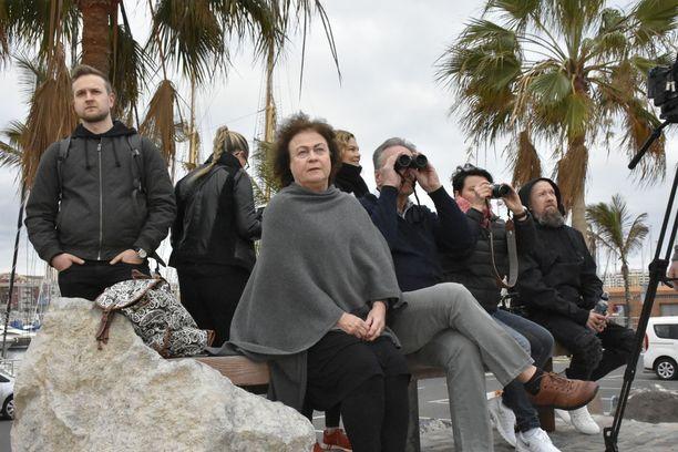 Lintu-venettä odotettiin hartaasti Las Palmasin satamassa. Vastaanottokomiteaan kuuluivat myös Marja-Liisa ja Jukka Timonen.