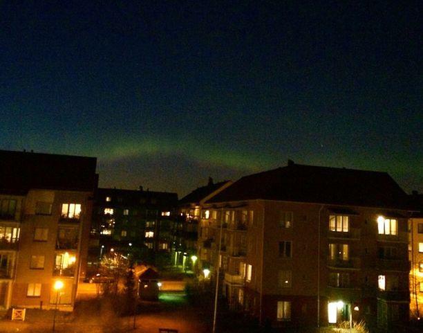 Taivas liekehti vihreänä myös Vantaalla