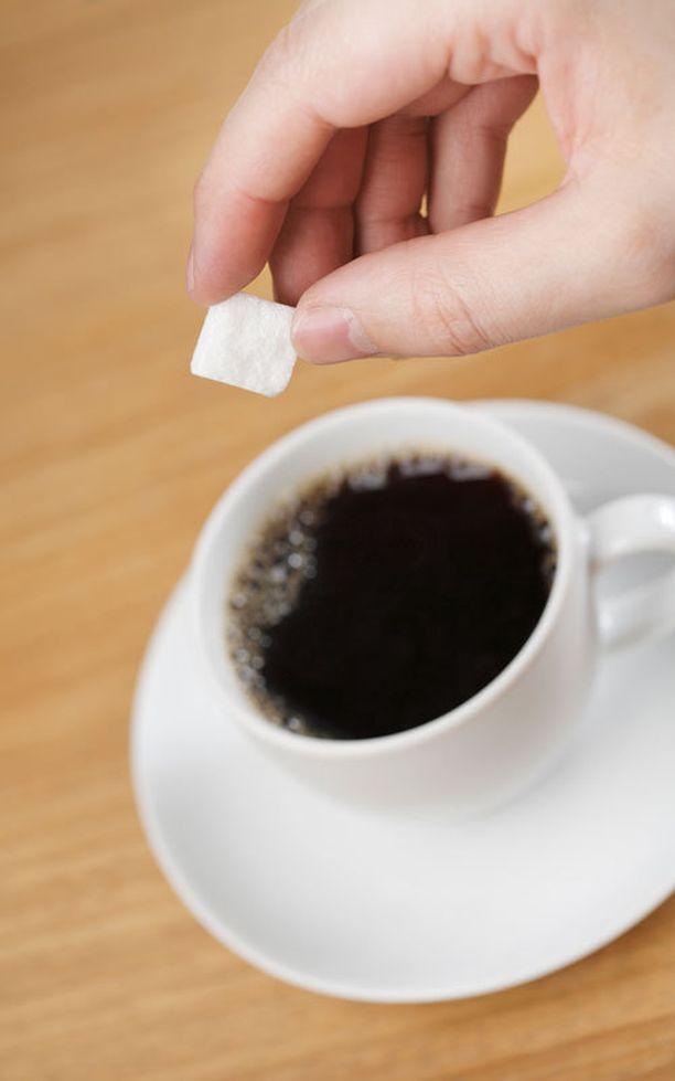 WHO:n mukaan sokerin käytön vähentäminen ehkäisisi kariesta ja ylipainoa