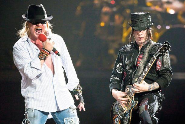 Maailman suosituimpiin rockbändeihin lukeutuva Guns N' Roses esiintyy tänään Helsingin Käpylässä.