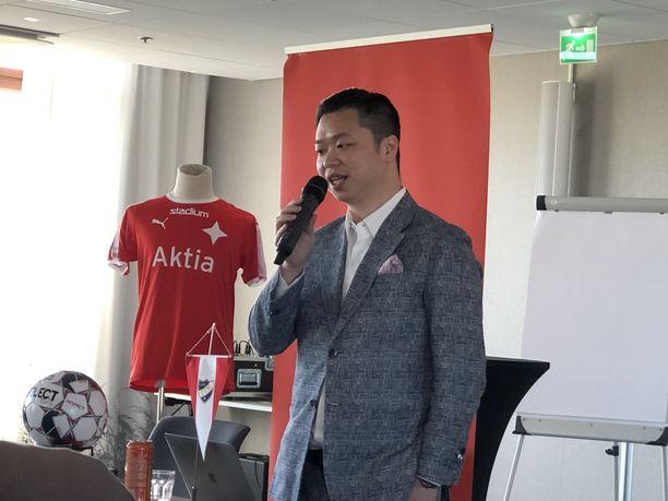 HIFK:n uusi pääomistaja Jin Chang vieraili Helsingissä.