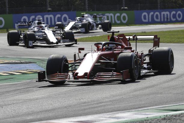 Sebastian Vettel joutui kovassa vauhdissa toteamaan, että jarrut eivät toimi.