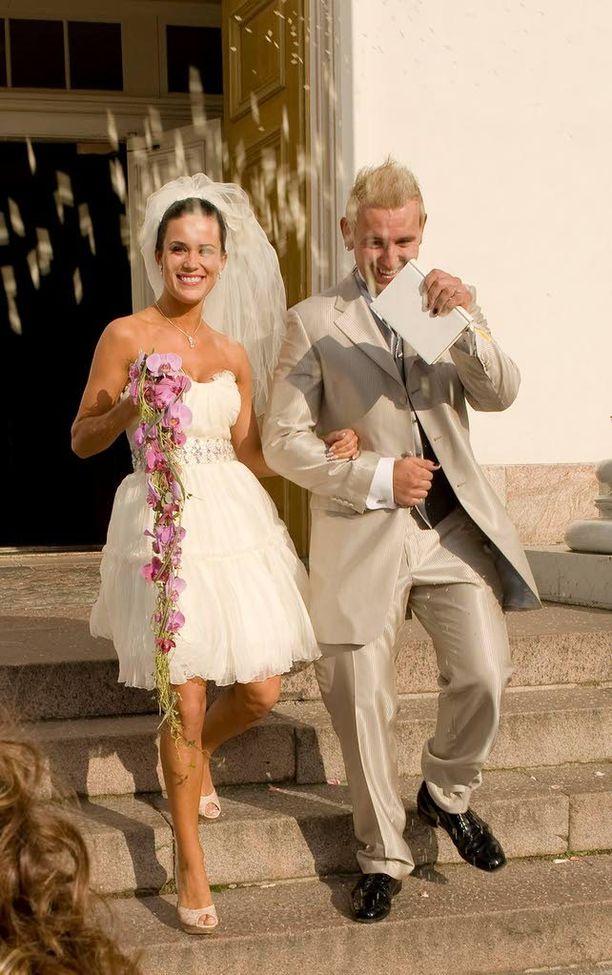 Esko Eerikäinen ja Martina Aitolehti erosivat ja palasivat yhteen. Parin häitä tanssittiin vuonna 2008.