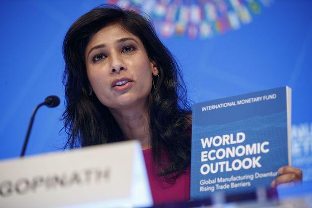 IMF:n pääekonomisti Gita Gopinath varoittaa ruuan hinnan noususta etenkin köyhissä maissa.