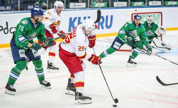 Pekka Jormakka karkasi yhden maalin laukoneelta Ufan Teemu Hartikaiselta.