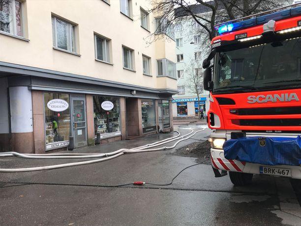 Vesivahinko runteli Helsinginkatua.