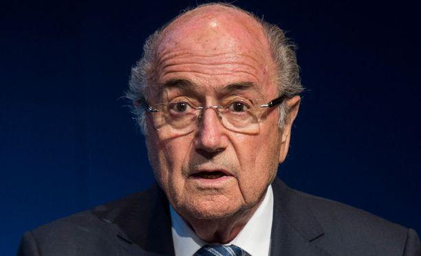 Sepp Blatteria ei nähdä KOK:n kokouksessa.