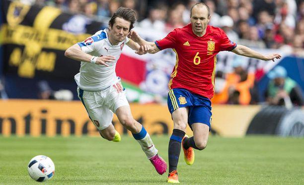 Andres Iniesta oli vahva Espanjan keskikentällä.
