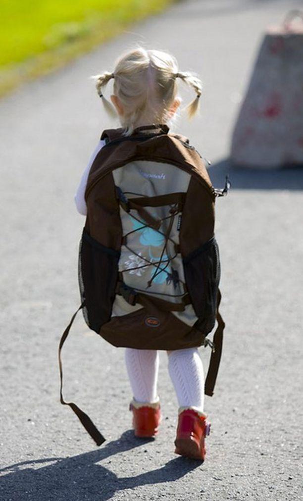Kantaako oma lapsesi vaarallisen painavaa reppua?