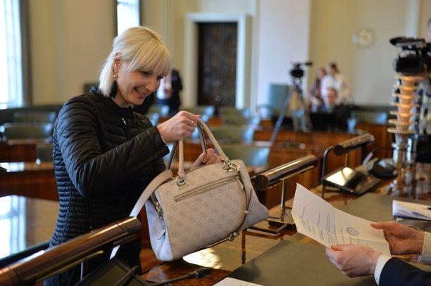 Laura Huhtasaari on ehdolla myös EU-parlamenttiin.