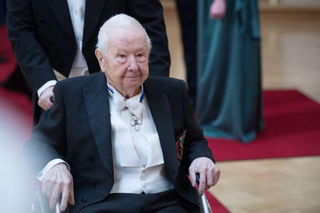 Lasse Pöystin kuolinilmoitus julkaistiin Helsingin Sanomissa - hautajaisissa vain lähiomaiset