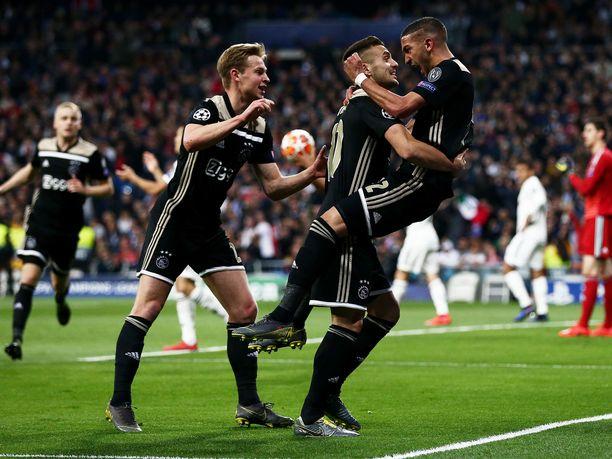 Ajax juhli Santiago Bernabéulla.