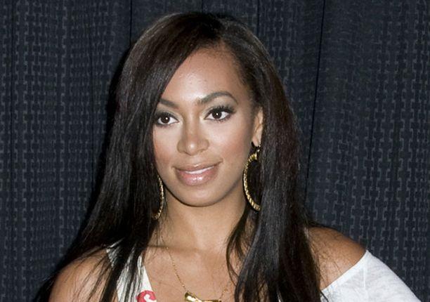 Solange Knowles selvisi rankasta koettelemuksesta perheensä avulla.