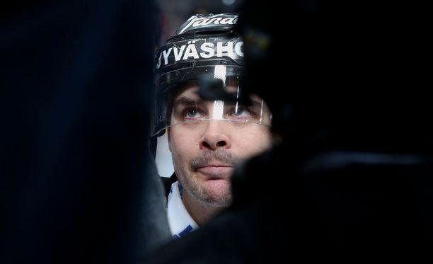 Iltalehti uutisoi jo maaliskuussa Eric Perrinin siirtyvän Turkuun.