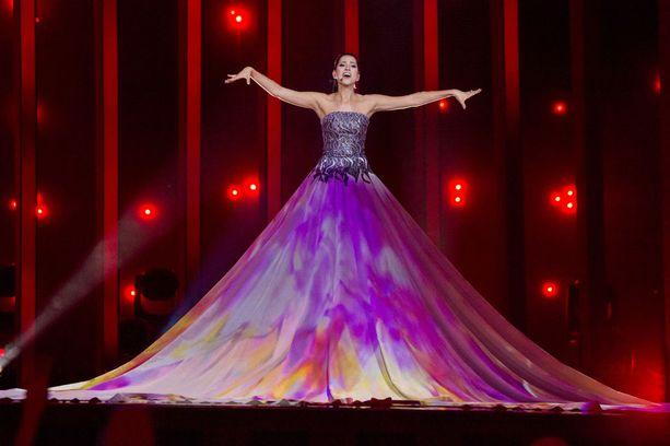 Viron sopraano Elina Netsajeva erottuu muista artisteista kappaleellaan La Forza.
