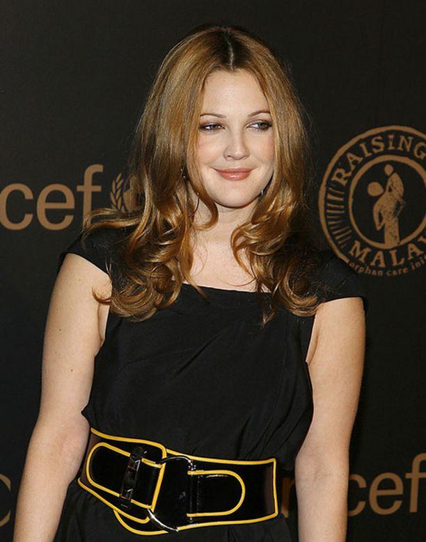 Angelina Jolien ja Madonnan tapaan Drew Barrymore on aktiivinen hyväntekijä.