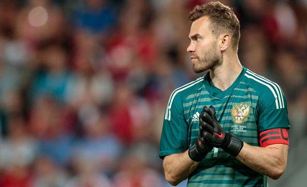 Igor Akinfejev on paljon vartijana Venäjän maajoukkueen maalin suulla.