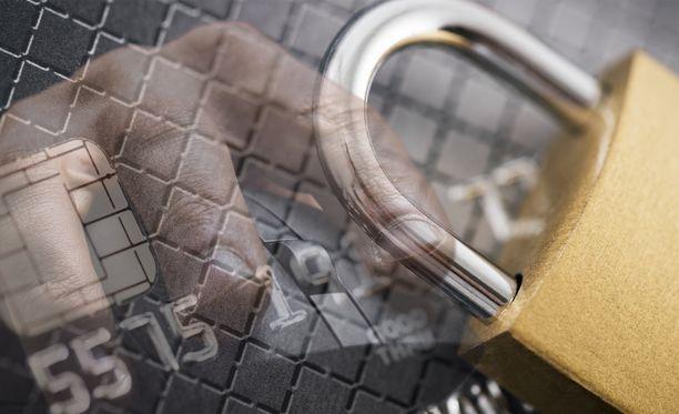 Huijari käytti varastettuja luottokorttitietoja.