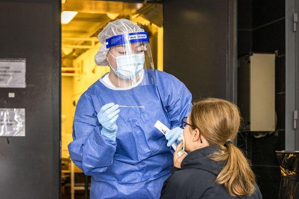 THL ilmoitti perjantaina 344 uutta koronavirustartuntaa, joista 178 Hus-alueella. Kuvituskuva.