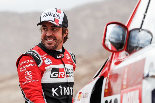 Fernando Alonson Toyota lähti pyörimään alas dyyniä.