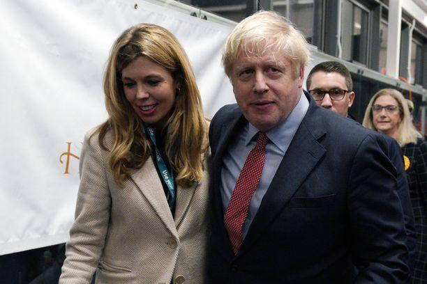 Boris Johnsonin ja hänen naisystävänsä Carrie Symondsin sekä pariskunnan Dilyn koiran osoite pysyy edelleen Downing Street 10:ssä.