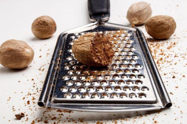 Muskottipähkinää myydään yleensä hienojakoisena jauheena.