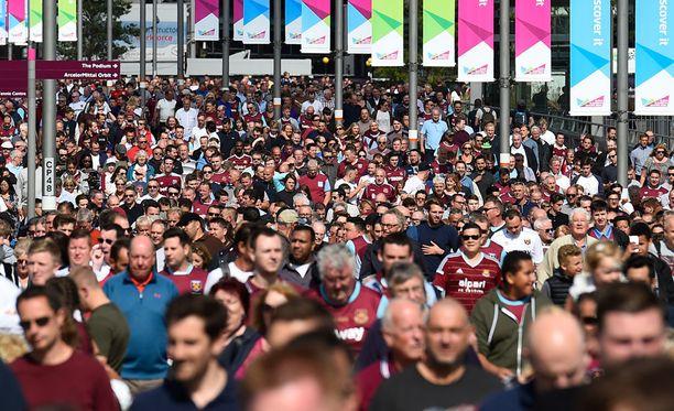 West Ham fanit soittelivat jälleen eilen hätänumerron tappion jälkeen.