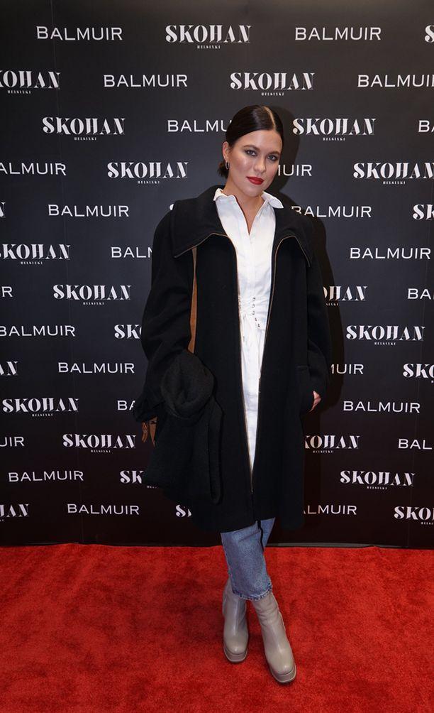 Oona Kare juhli Skohan Helsinki -yökerhon avajaisissa perjantai-iltana.