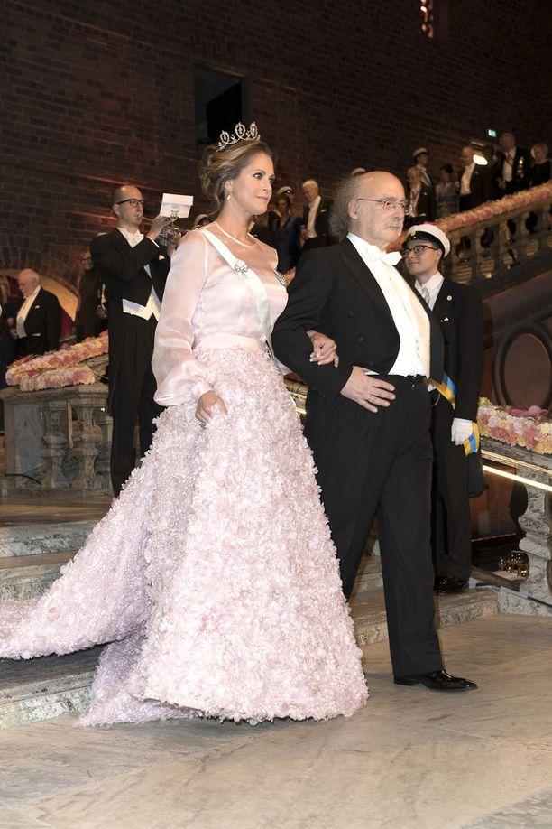 Vuonna 2016 prinsessa Madeleinen yllä nähtiin hempeän vaaleanpunainen iltapuku.
