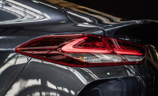 Fastback-mallin perän muotoja jaksaa ihastella pidempäänkin.